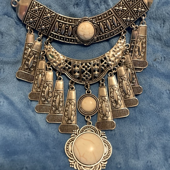 Silver boho crackle stone antiqued necklace set